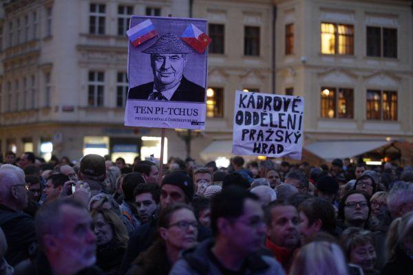Výsledek obrázku pro Staroměstské náměstí 28 října