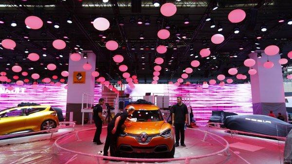 Renault by ve Frankfurtu chybět neměl, konkurenční Peugeot ano.