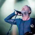 Přijíždí Sting, který přechytračil pop music. Vyrůstal mezi kostrami lodí, v džungli divoce snil