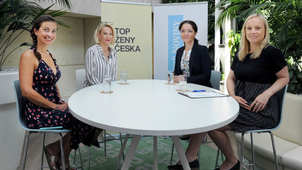 Zleva: Lucie Brešová (Kiwi.com), Monika Horníková (bývalá šéfka GSK), Alena Patrovská (Moneta Money Bank) a Lucie Hrdličková (HN).