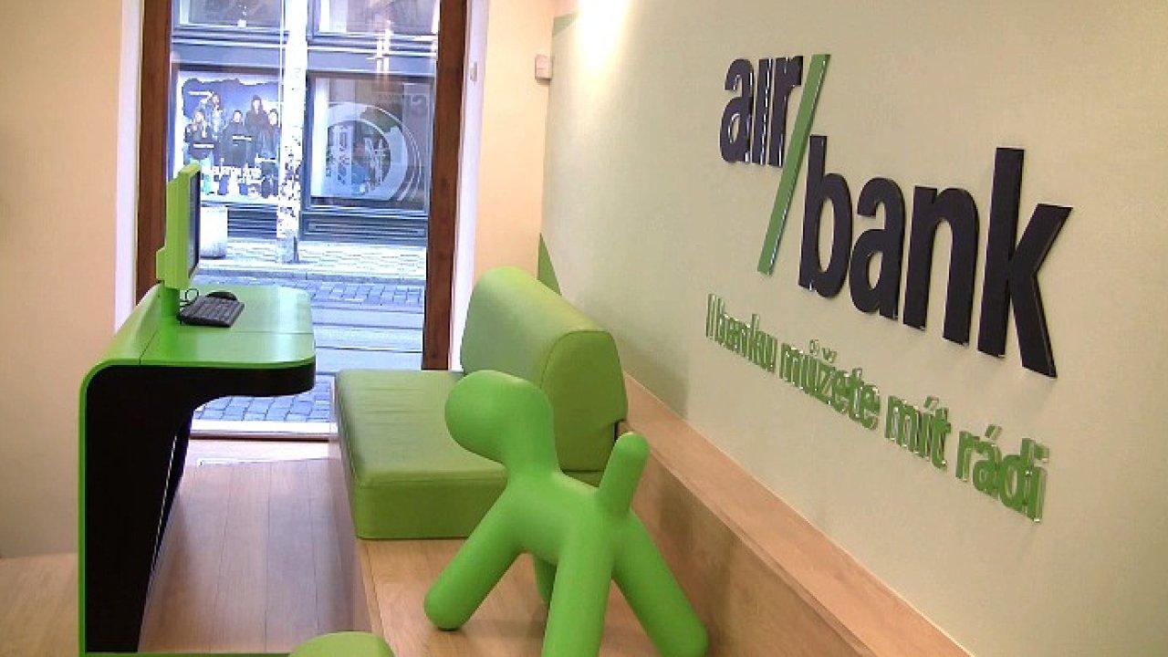 Nejvíce klientů z nových malých bank se zatím podařilo získat Air Bank, která patří do portfolia PPF.