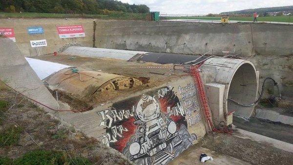 Prorážka nejdelšího železničního tunelu v Česku. Vlaky do Plzně brzy zrychlí