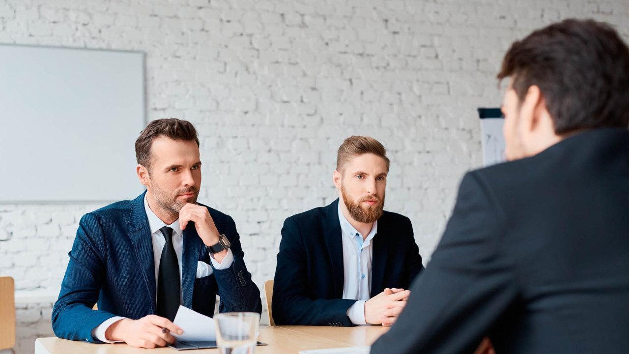 Podle manažera Viktora Kusteina jsou lidé vHR zahlcení vyhledáváním anajímáním nových zaměstnanců anaty stávající jim často nezbývá dostatek času.