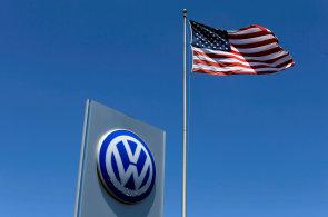 Kvůli emisnímu skandálu musí Volkswagen platit v USA miliardové pokuty. O totéž nyní usilují i evropští zákazníci.