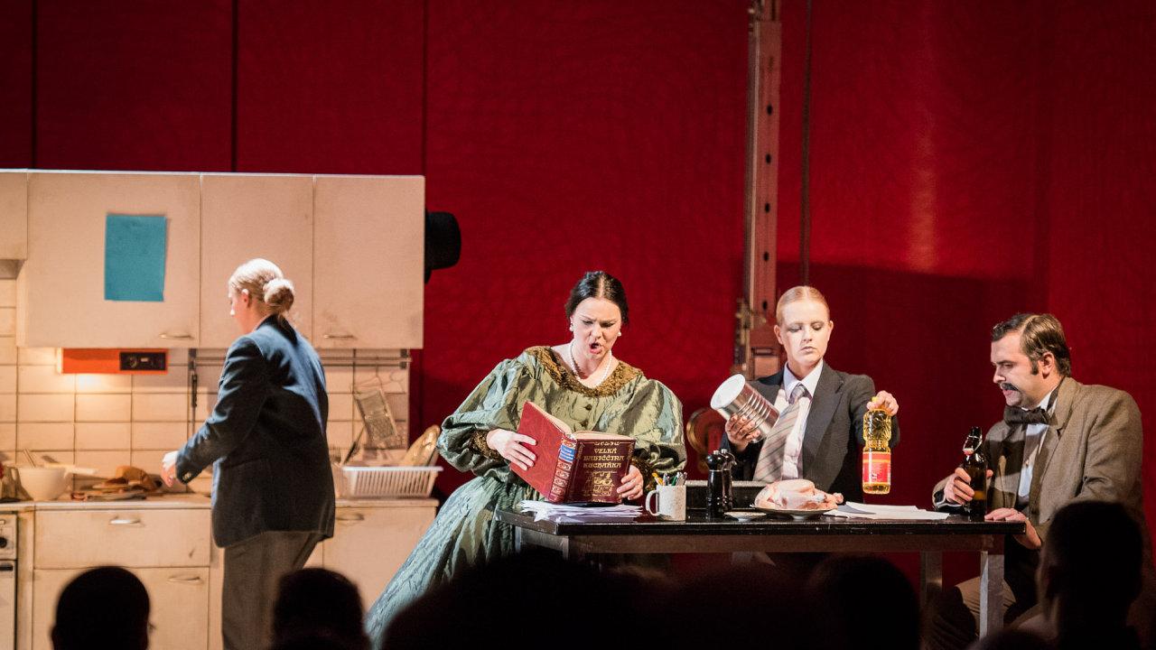 Snímek z inscenace opery Jsem kněžna bláznů.