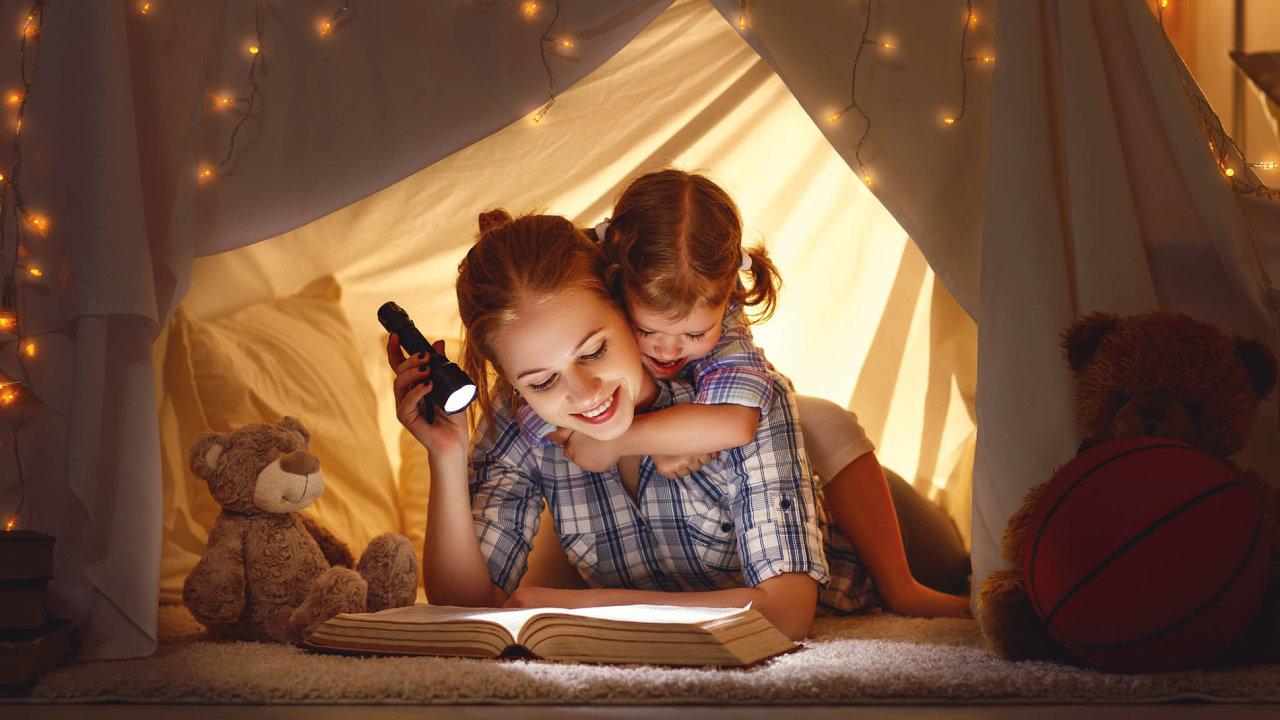 Kniha je jedním z nejušlechtilejších dárků. Umí přinést poučení, strach, radost, touhu i zájem. Stačí jen správně vybrat.