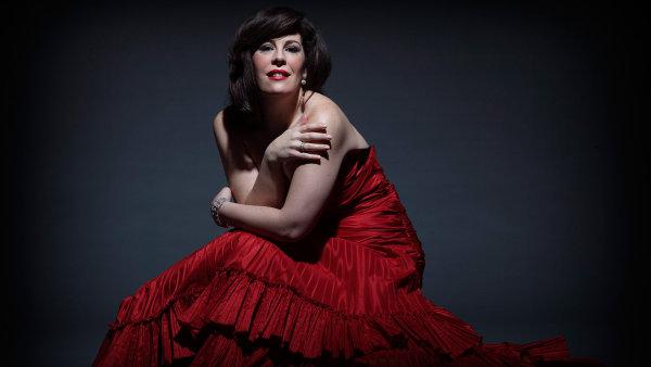 Americko-kanadská sopranistka Sondra Radvanovská zpívala Elvíru ve Verdiho opeře Ernani, Leonoru v Trubadúrovi či Normu.