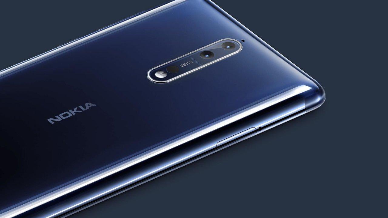 Nokia 8 mířila vysoko, dolů ji táhne fotoaparát.