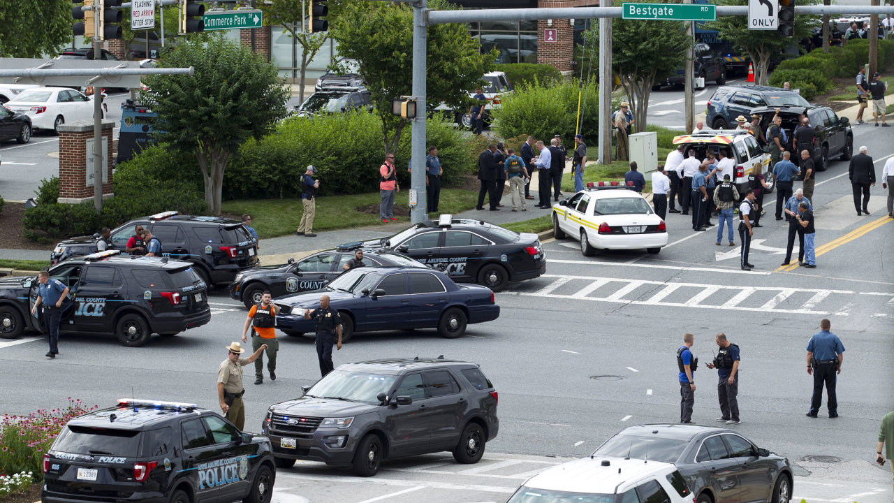 Střelba v redakci deníku v USA si vyžádala zřejmě několik mrtvých.