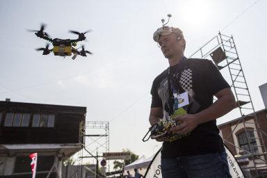 Drony, virtuální realita i chytré hasičské obleky. V Praze se koná veletrh Future Port Prague