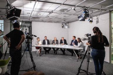 Fintech Leaders Club HN. Debaty se zúčastnili (zleva) Lucie Belková, Michal Kratochvíl, Filip Zeman, Marek Miler, Petr Vybíral a Klára Starková.