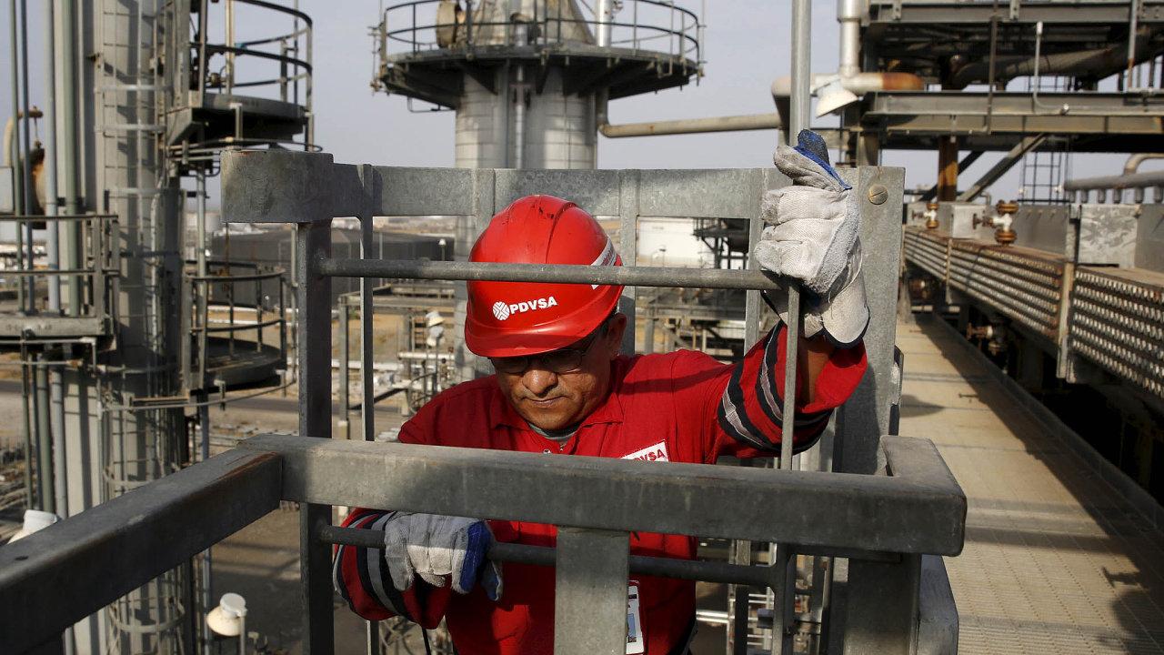 Peníze z ropy. Státní ropná společnost Petróleos de Venezuela, S.A., vznikla roku 1976 aje klíčovým podnikem pro ekonomiku země.