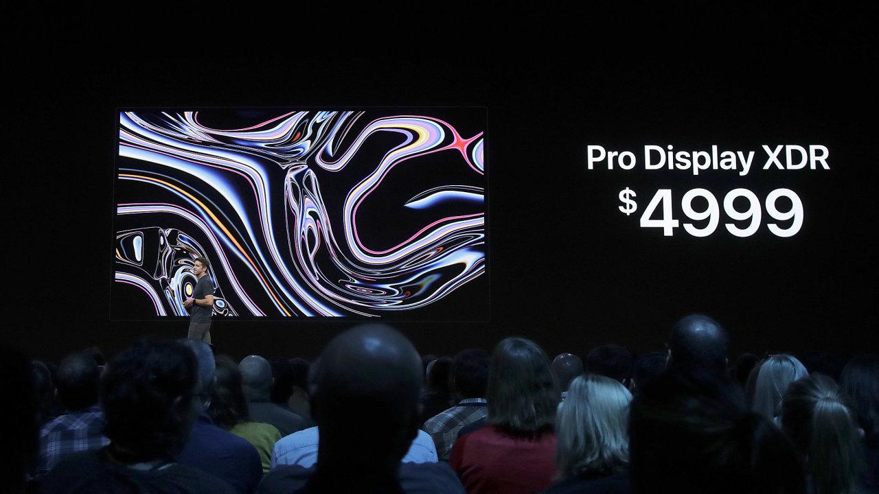 John Ternus, viceprezident společnosti Apple pro hardwarové inženýrství na konferenci Apple Worldwide Developers Conference v San Jose v Kalifornii.