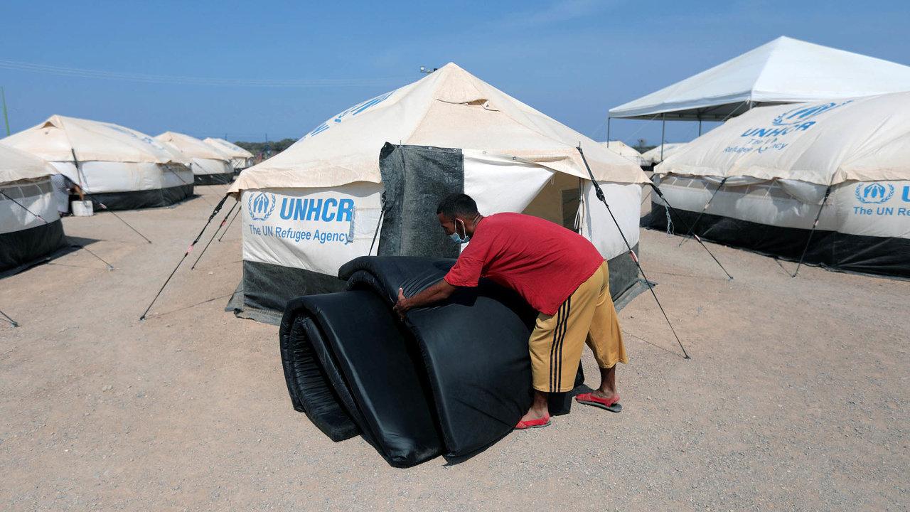 Tábory jsou plné. Zejména syrští uprchlíci zde často zůstávají a spoléhají na mezinárodní pomoc.
