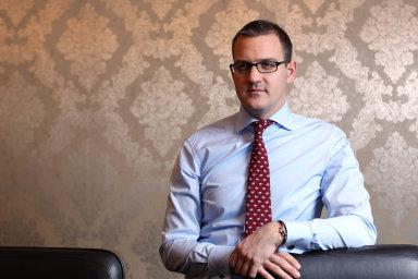 Novinářům Le Monde vadí, že se Křetínský stal spolumajitelem skupiny bez konzultace se sdružením novinářů, zaměstnanců a čtenářů, které kontroluje 25 procent kapitálu deníku.