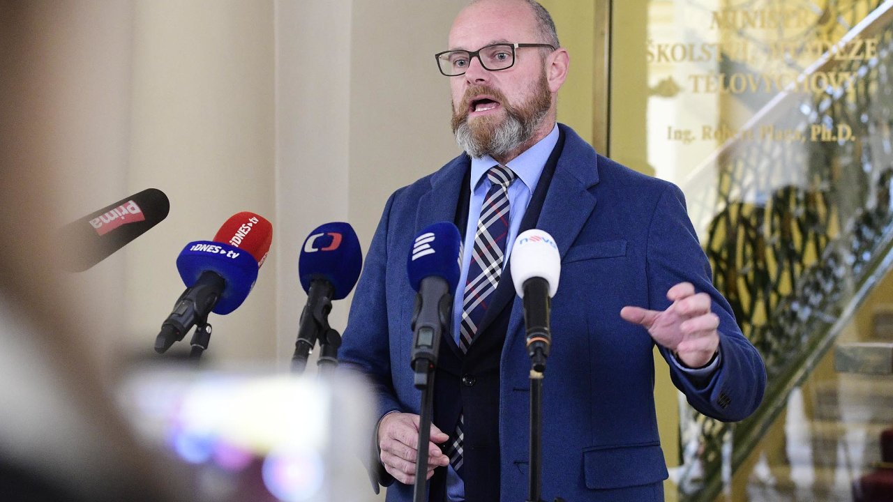 Ministr školství Robert Plaga označil akci zadebakl odborů.