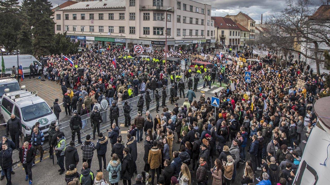 Trnavská demonstrace zahrnující nemálo násilí byla zřejmě zlomem vgradující předvolební kampani.