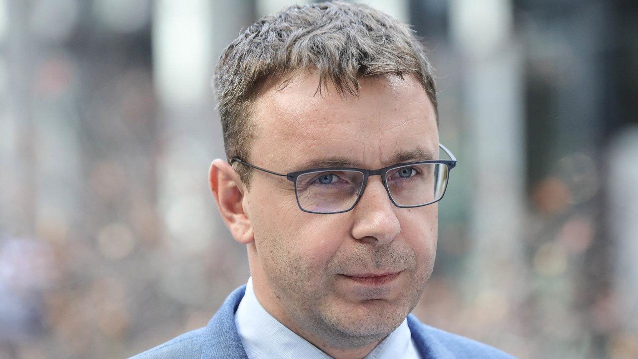 Odvolaný ministr dopravy Vladimír Kremlík (za ANO).