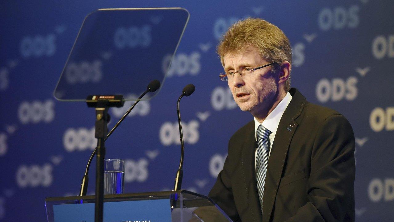 O post prvního místopředsedy se očekávalo velké soupeření. Jedním z kandidátů byl senátor Miloš Vystrčil.