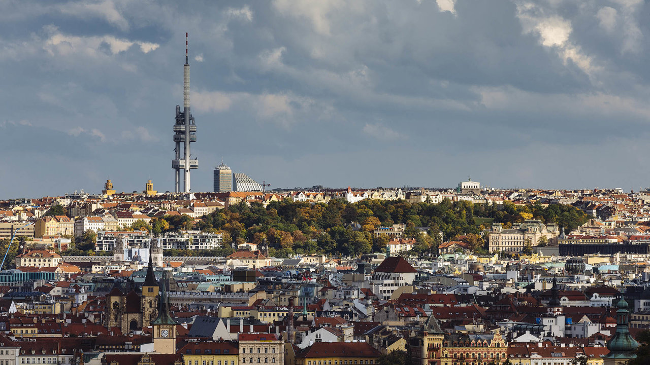Vcentru Prahy se nyní objevila řada levných pronájmů, původně bytů nabízených přes Airbnb. Majitelé je však často nabízejí jen naněkolik měsíců, než se doměsta opět vrátí turisté.