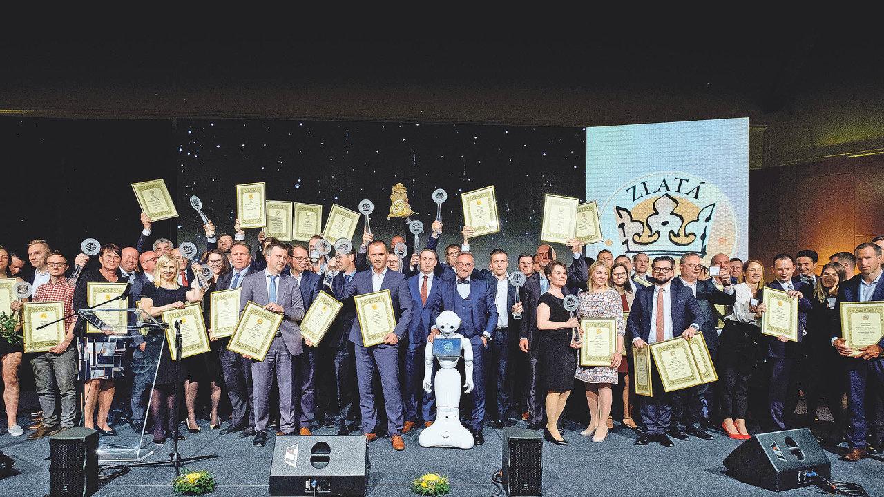 Snímek z galavečeru vyhlášení cen soutěže Zlatá koruna