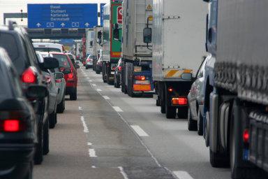 Silniční balíček zavádí lepší pracovní podmínky pro řidiče azároveň přísnější kontrolu bezpečné jízdy.
