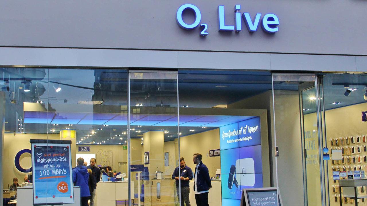 Operátoři hrozí žalobami: O2 je první, kdo proměnil hrozby včiny. Podalo stížnost kEvropské komisi.