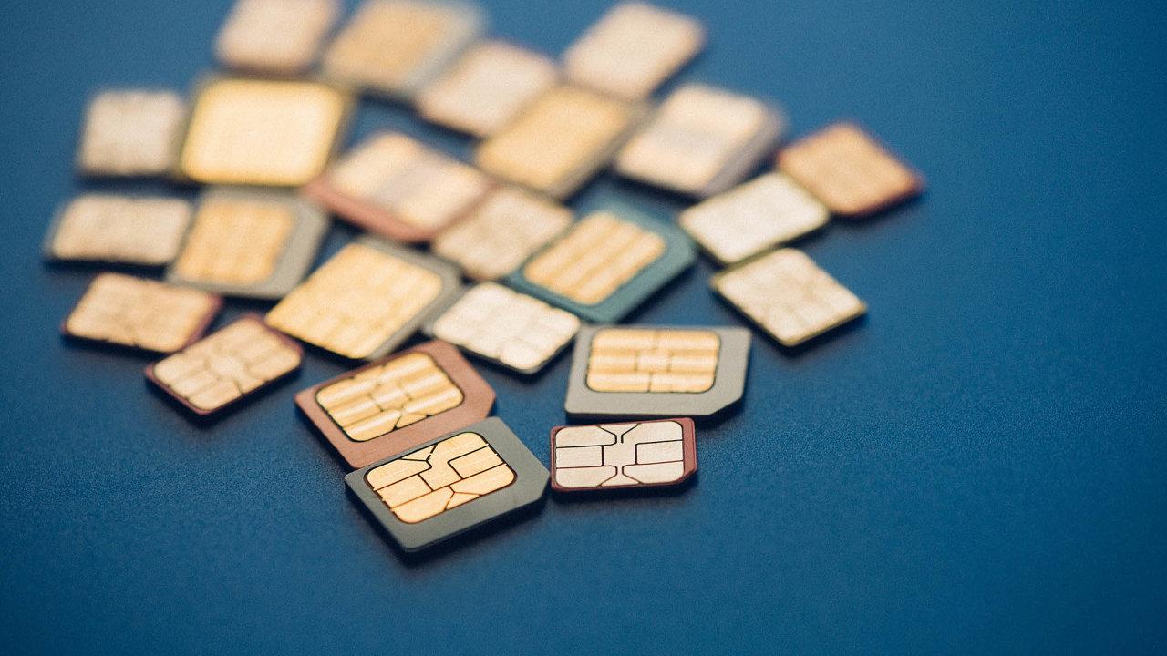 Zaloňský rok bylo vČesku téměř 15 milionů aktivních SIM karet, ztoho více než čtyři miliony znich byly právě předplacené karty.