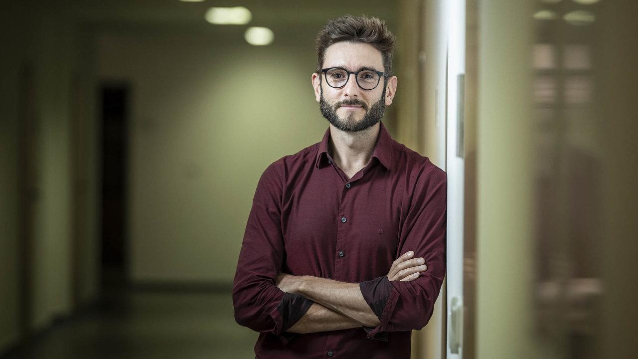 Autor nápadu. Michal Gloger poznal korporátní prostředí ivývoj drahých špičkových exoskeletů. Jeho nápad udělat takovou pomůcku cenově dostupnou stál uzrodu firmy Mebster.