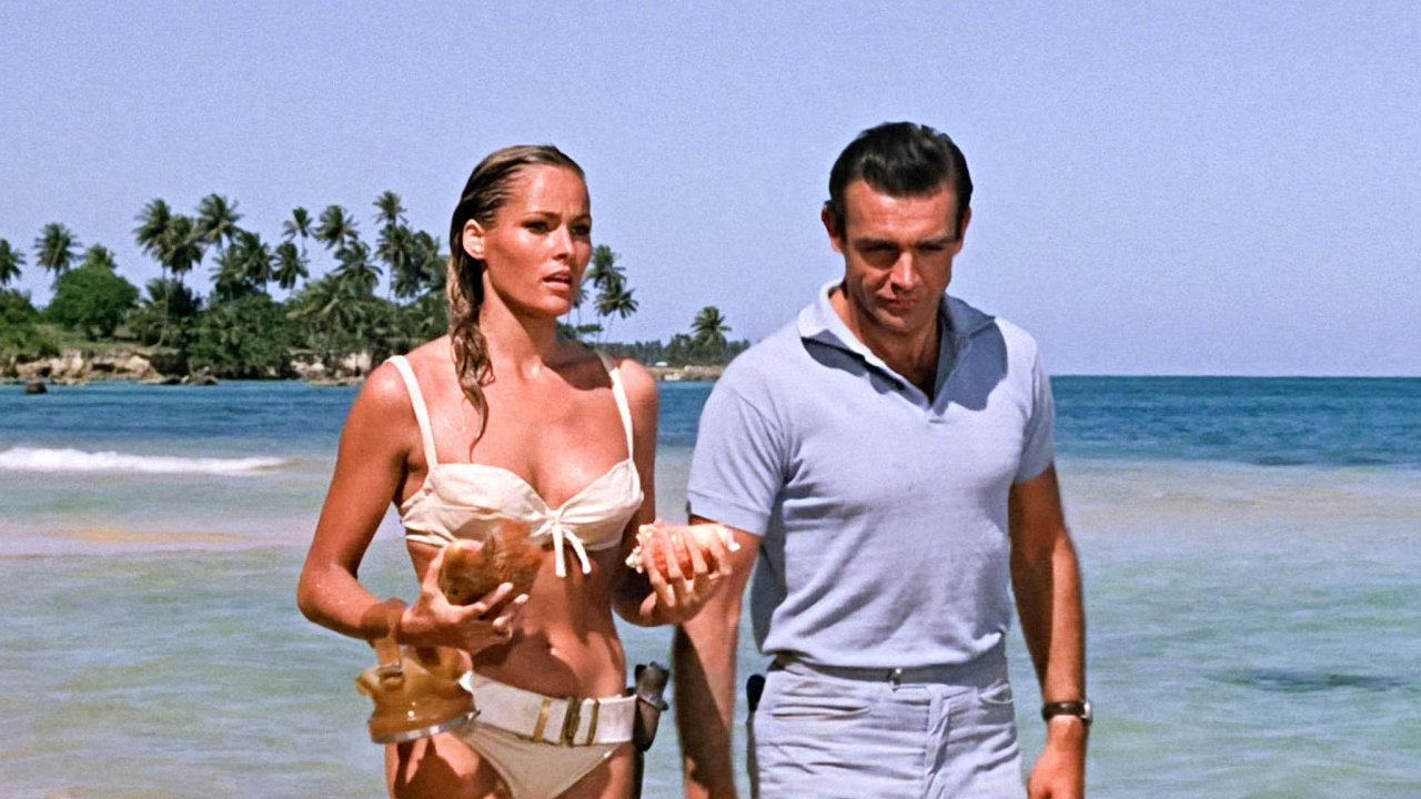 Vprvním bondovském snímku Dr.No se Sean Connery setkal sherečkou Ursulou Andressovou, představitelkou Honey Ryderové, lovkyně mušlí. Její plavky se staly součástí mýtu kolem agenta 007.