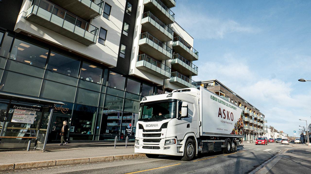 Norská logistická společnost Asko využívá čtyři náklaďáky Scania, vnichž je spalovací motor vrámci hnacího ústrojí nahrazen elektromotorem. Pohání ho elektřina získávaná zvodíkových článků azdobíjecích akumulátorů.