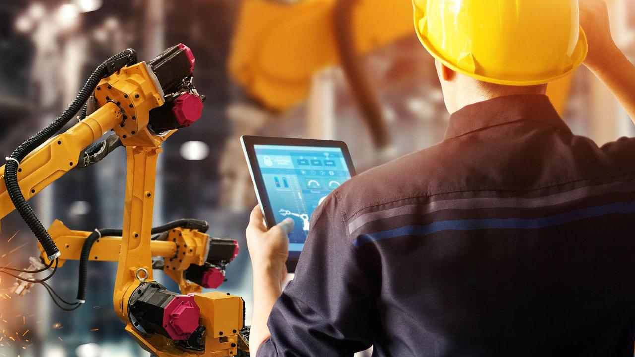 Výrobní podniky se mění, část práce přebírají stroje. Vysoké školy by měly být schopné zaměstnance nanovou práci rychle připravit, třeba vrámci krátkodobých kurzů.