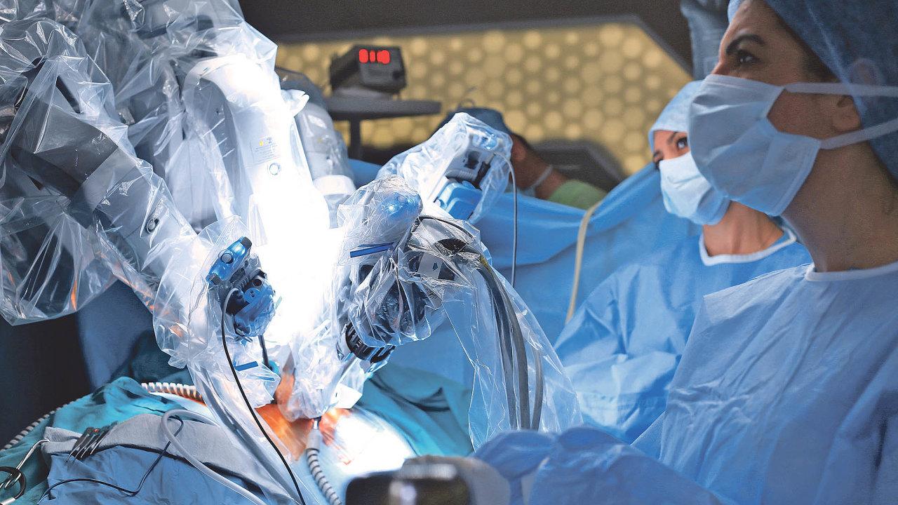 Systém da Vinci v současnosti ve zdravotnictví patří k nejrozšířenějším robotům. Pomáhá všude tam, kde je z anatomických příčin obtížný přístup při otevřené, případně i laparoskopické operaci.