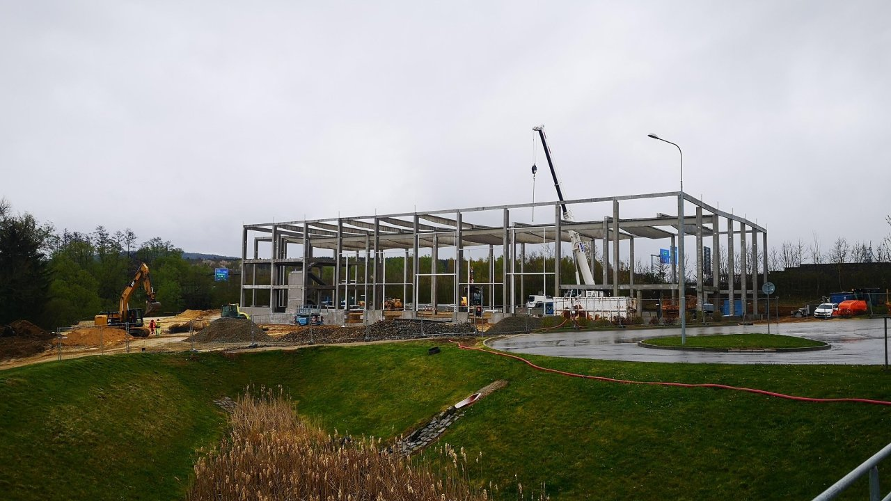Stavba nové haly ve VGP Parku Plzeň.