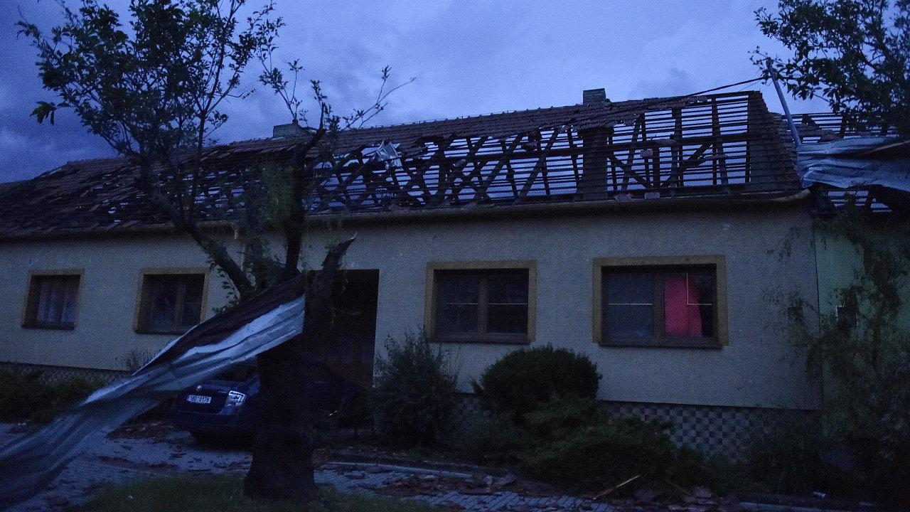 Poničený dům v Moravské Nové Vsi.