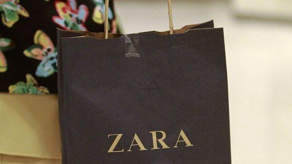 Amancio Ortega otevřel první butik Zara v roce 1975.