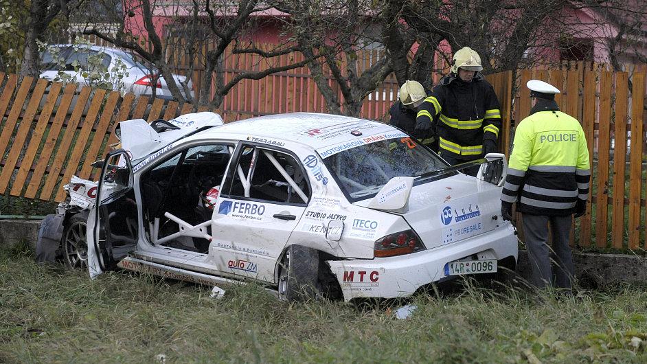 Závodní vůz na amatérské rallye na Slovácku zabil diváky.