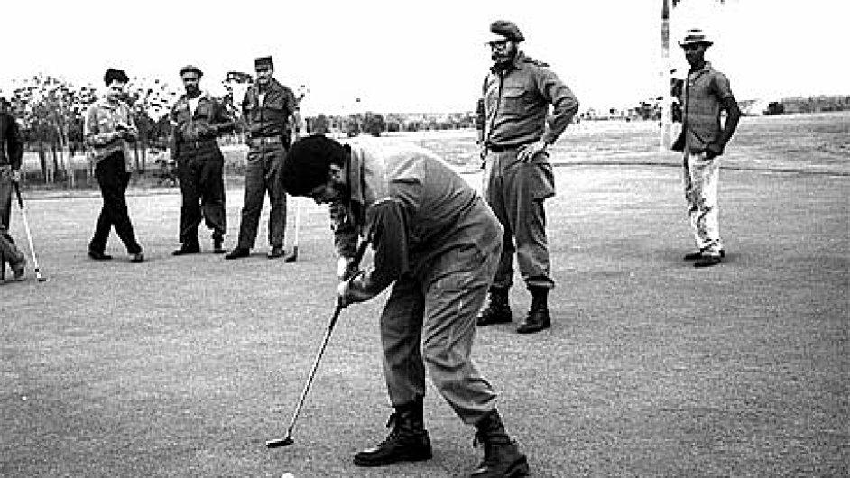 Che Guevara a Fidel Castro při golfu (březen 1961)