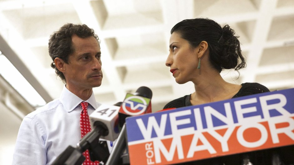 Carlos Danger se svou ženou Humou Abedin.