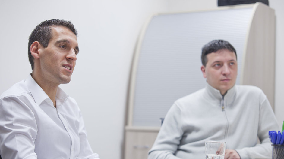 Zakladatel Parfums.cz Michal Zámec (vlevo) a marketingový ředitel Radek Ondrašík.