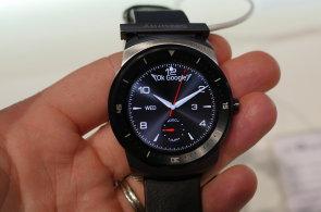 Ve stínu Apple Watch: Chytré hodinky LG G Watch R mají kulatý displej a masivní lunetu