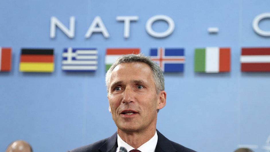 Bývalý norský premiér Stoltenberg se ujal funkce šéfa NATO.