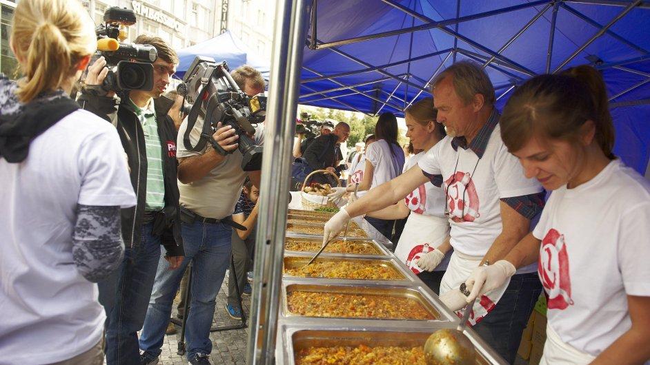 Vaření na Hostině pro tisíc v Praze