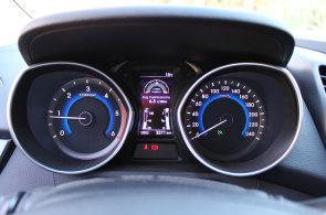 Novým autům se loni v Česku dařilo. Trendy jsou malá SUV, bílá barva a plyn