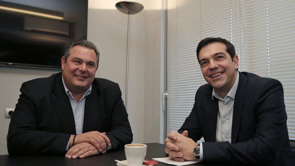 Předseda vítězné levicové Syrizy Alexis Tsipras (vpravo) a předseda pravicových Nezávislých Řeků Panos Kammenos