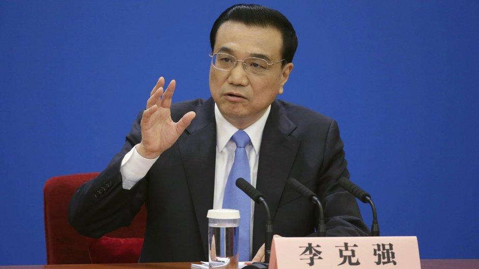 Premiér Li Kche-čchiang prohlásil, že Čína musí finančně podpořit domácí firmy.