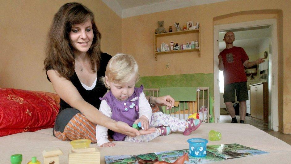 V roli náhradních rodičů se každoročně ocitnou tisíce lidí (Ilustrační foto)
