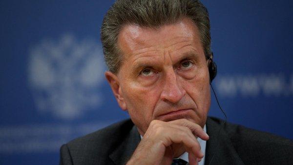 Eurokomisa� G�nther Oettinger nen� jedin�, kdo mluv� o p��prav� dal��ho unijn�ho financov�n� uprchlick� krize.