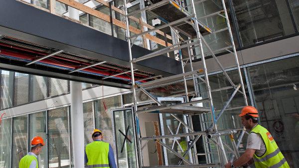 V únoru vypsali veřejní investoři 264 výběrových řízení na stavební práce - Ilustrační foto.