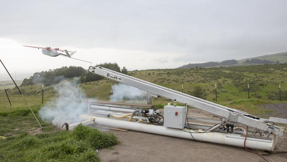 UPS začíná ve Rwande zkoušet bezpilotní letouny pro přepravu krve